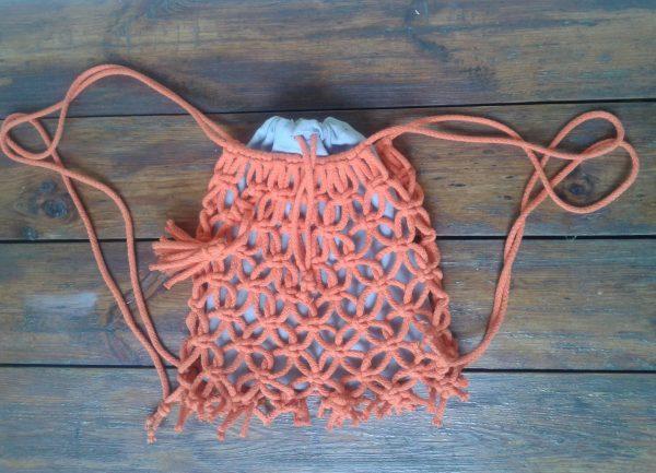 plecak pomarańczowy ze sznurka