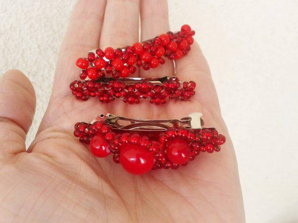 czerwone spinki do włosów