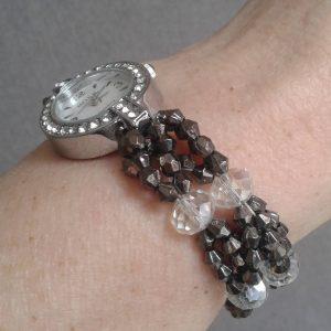 zegarek z koralikową bransoletką szarą z kryształkami