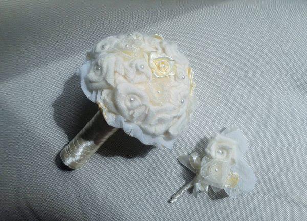 bukiet tekstylny róże białe