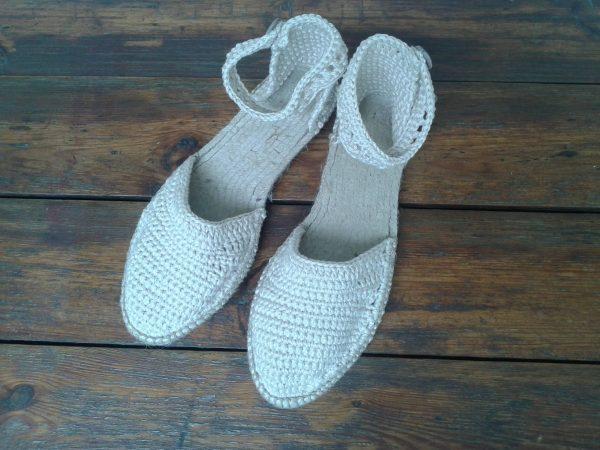 espadryle, tekstylne buty beżowe