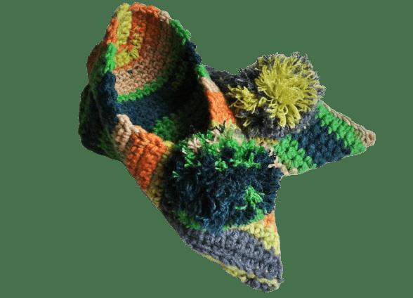 kapcie kolorowe z pomponem szydełkowane