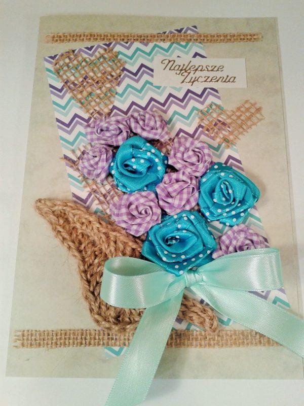 kartka z niebieskimi i fioletowymi kwiatami