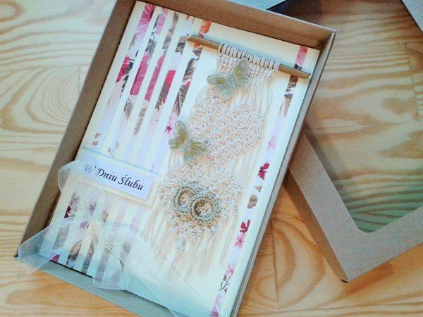 kartka na ślub z sercami, motylkami, obrączkami
