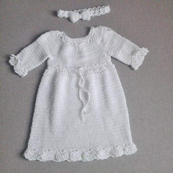 biała sukienka z włóczki z opaską