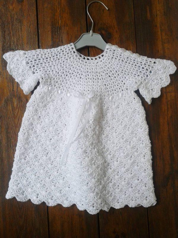 biała sukienka niemowlęca szydełkowana