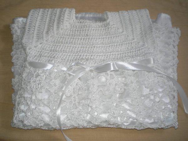 sukienka szydełkowa biała bez rekawków