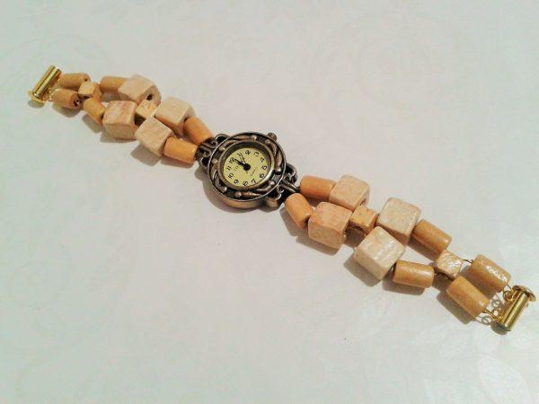 zegarek z drewnianą bransoletką