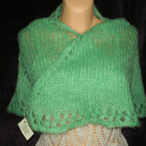 zielona dzianinowa chusta na szyje