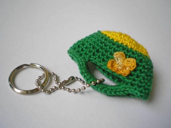 breloczek torebka szydełkowa zielona z zółtym kwiatkiem