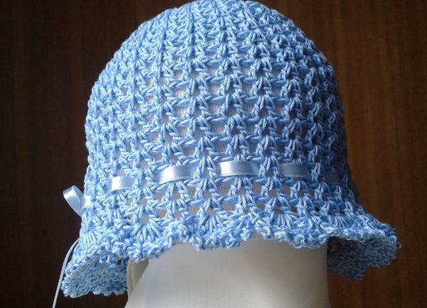 Szydełkowa niebieska czapeczka