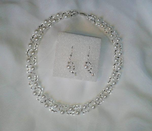 Naszyjnik i kolczyki z perełek i koralików