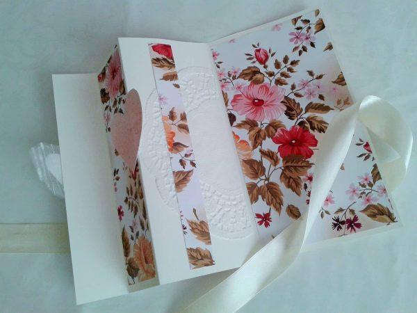 kartka składana z kwiatami