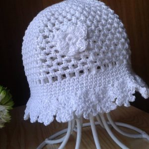 biała ażurowa czapeczka kapelusz niemowlęcy