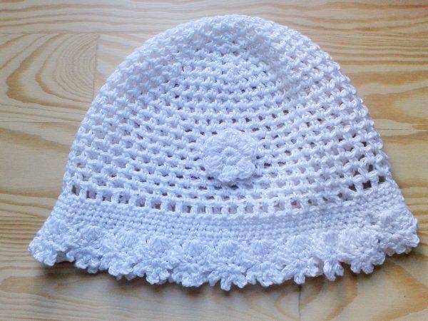biały ażurowy kapelusik